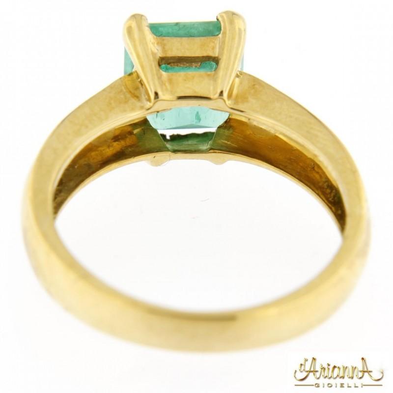 Anello con Smeraldo 480