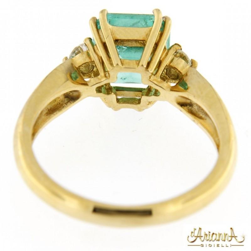 Anello con Smeraldo 582