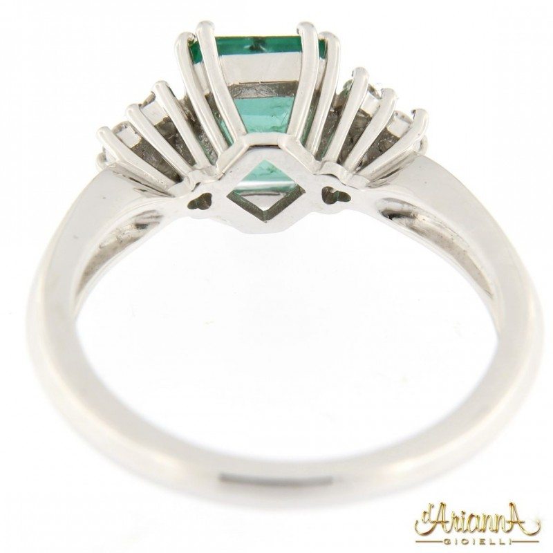 Anello con Smeraldo B88